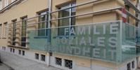 Fassadengestaltung-mit-buntem-Verbundsicherheitsglas
